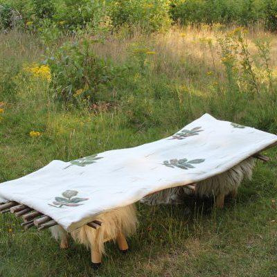 Lijkwade met walnotenbladeren, € 1.070,- (incl. btw., excl.  verzendkosten)