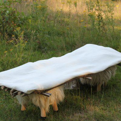 Lijkwade met witte zijde, € 830,- (incl. btw., excl. verzendkosten)