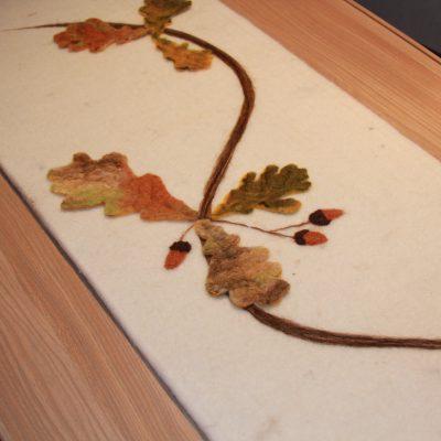 Kistloper met eikeblad, detailfoto 1