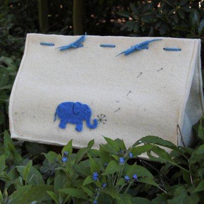 Cocon met olifantjes, € 290,- (incl. btw., excl. verzendkosten) (Lengte: 56 cm., voor een baby tot 52 cm.)