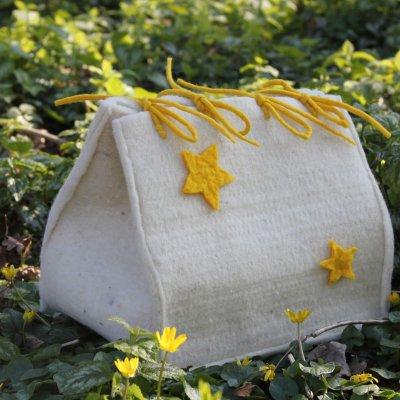 Coconnetje met gele sterretjes, € 225,- (incl. btw., excl. verzendkosten) (Lengte: 27 cm., voor een babytje  tot 24 cm. (tot 20 weken))