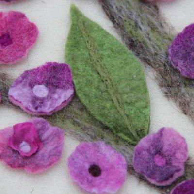 Baarkleed met prunus, detailfoto